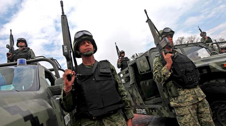 Donald Trump a trimis ARMATA la granița cu Mexicul