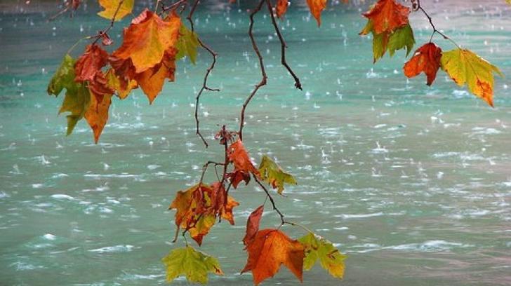Vremea rea loveşte România. Temperaturile scad dramatic, ploile cresc în intensitate