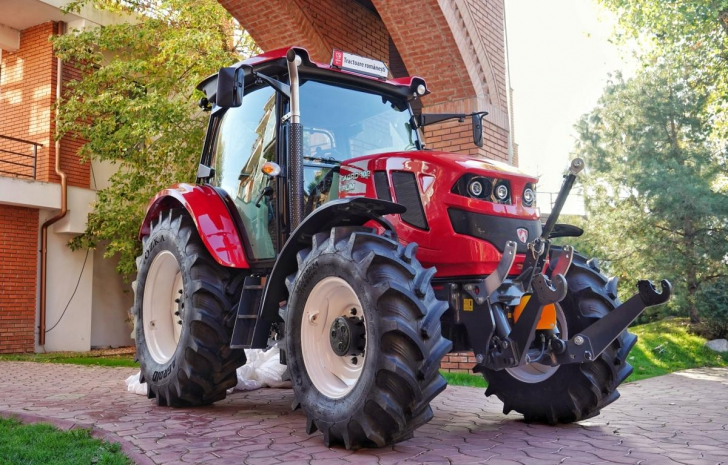 Tractorul nostru se întoarce. Primul tractor 100% românesc din ultimii 15 ani cucereşte Europa