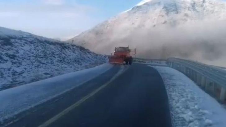 Locul din România unde e deja strat de zăpadă. Imagini incredibile. Drumurile se închid