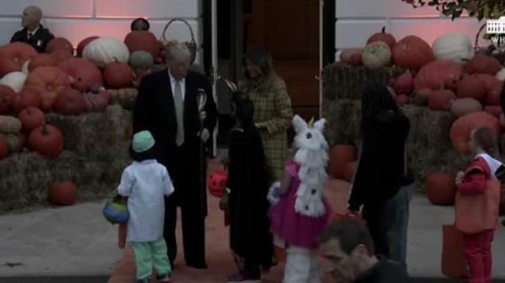 Halloween la Casa Albă. Reacția președintelui Trump când a fost colindat de copii