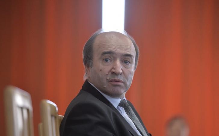"""Opoziția a depus moțiunea împotriva lui Tudorel Toader: """"Ministrul Justiției, un ministru de nota 4"""""""