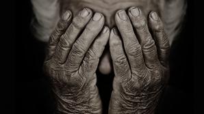 Iaşi: Bătrână bolnavă și lăsată fără casă, refuzată de aproape toate spitalele