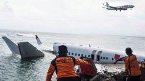 Avionul prăbuşit în Indonezia: Scafandrii au recuperat una din cutiile negre ale aeronavei