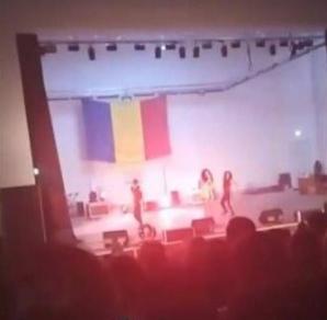 Dansatoare moartă pe scenă, după ce a leșinat în braţele soțului