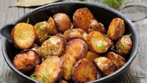 Greşeala pe care o facem toţi când gătim cartofi la cuptor
