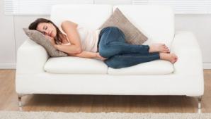 De ce nu trebuie să dormi niciodată pe canapea