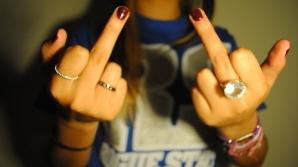 Ce înseamnă, de fapt, gestul obscen cu degetul mijlociu