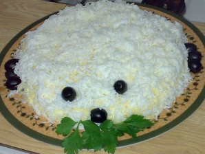 """Salată de sărbători """"Ursul Polar"""" - Cum se prepară. Musafirii vor fi impresionaţi!"""