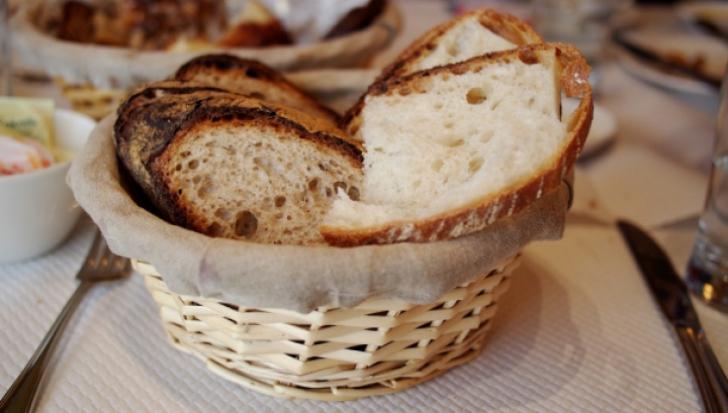 De ce să NU mănânci niciodată pâinea la restaurant