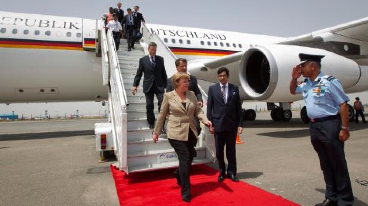 """Anchetă pe o """"pistă criminală"""" după aterizarea de urgență a avionului lui Merkel"""