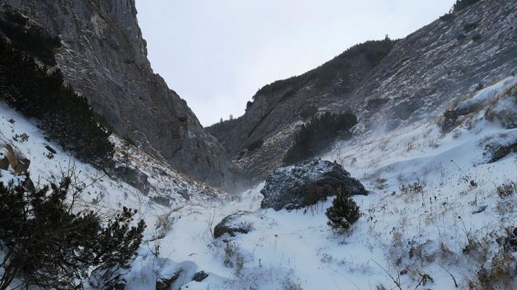 Zăpadă mare și viscol, în zona montană a județului Dâmbovița