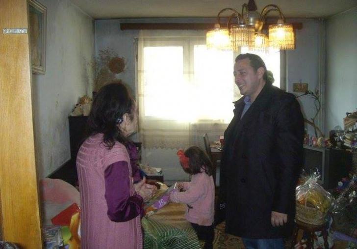 Cum arată apartamentul în care locuiesc Adriana Iliescu și Eliza! Ce trai sărac duc