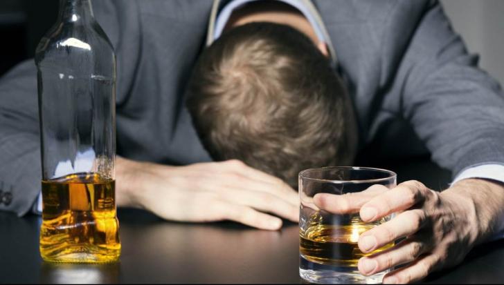 Ai băut alcool? Ce să NU faci niciodată după. Te poate UCIDE