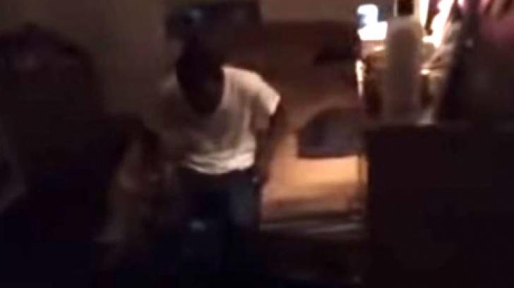 Şi-a prins iubita cu amantul şi a vrut s-o filmeze. Dar ce i-a spus femeia l-a făcut să plângă