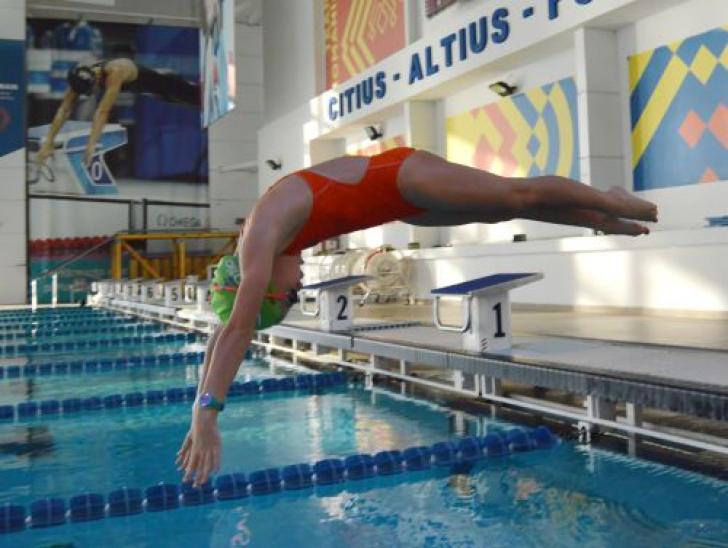 Zâmbet de campioană cu 200 de medalii. Ayanna Freciu, o copilă pasionată de înot (P)