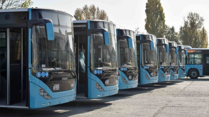 Când încep să circule în Bucureşti primele autobuze aduse din Turcia