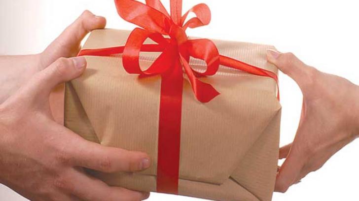 Părinții au intrat în febra cadourilor pentru educatoare
