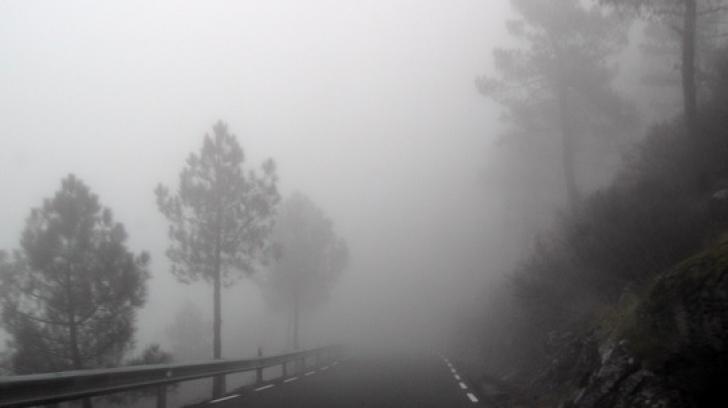 Alertă meteo. Cod GALBEN de ceaţă. Vizibilitatea, extrem de scăzută. HARTA cu cele mai afectate zone