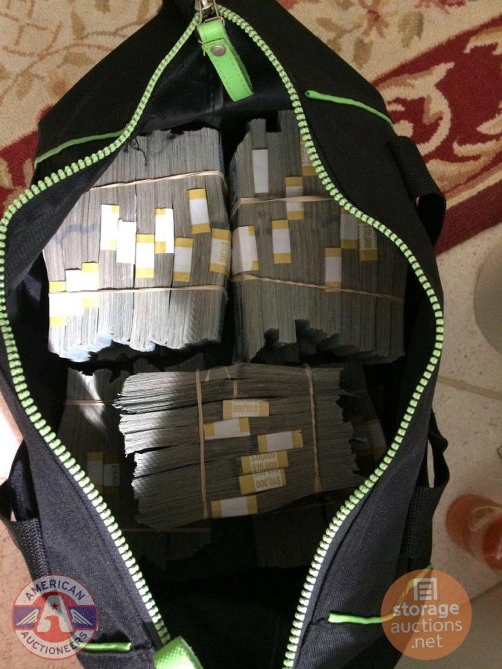 A cumpărat un container la 500 de dolari și a dat norocul peste el. A găsit o sumă uriașă de bani