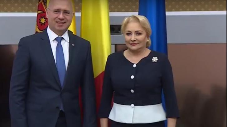 Şedinţă de guvern şchiop, în duplex cu Guvernul Moldovei