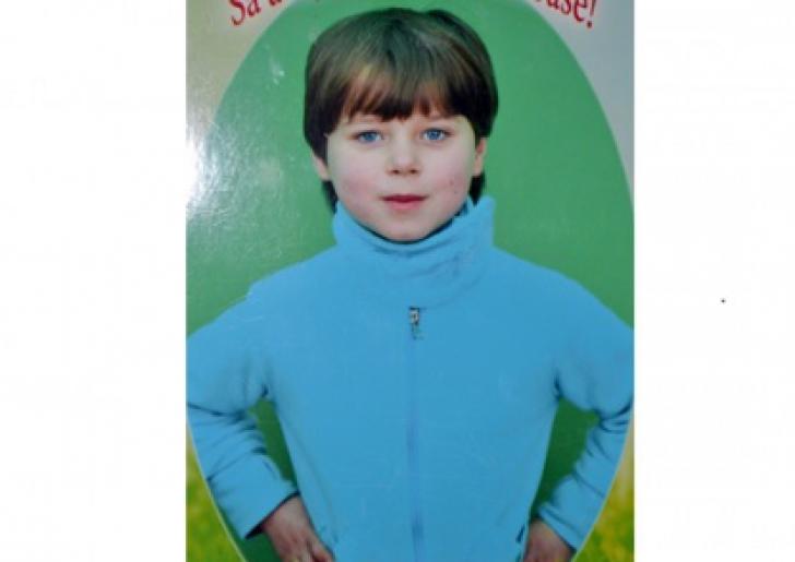 Alertă în Petroşani! Fetiţă de 7 ani, DISPĂRUTĂ. Poliţia cere sprijinul populaţiei