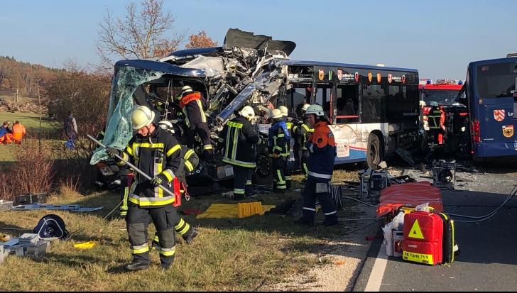 ACCIDENT grav: Cel puţin 40 de victime în urma ciocnirii dintre două autobuze