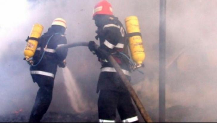 Cinci maşini cuprinse de flăcări în Sectorul 3 al Capitalei