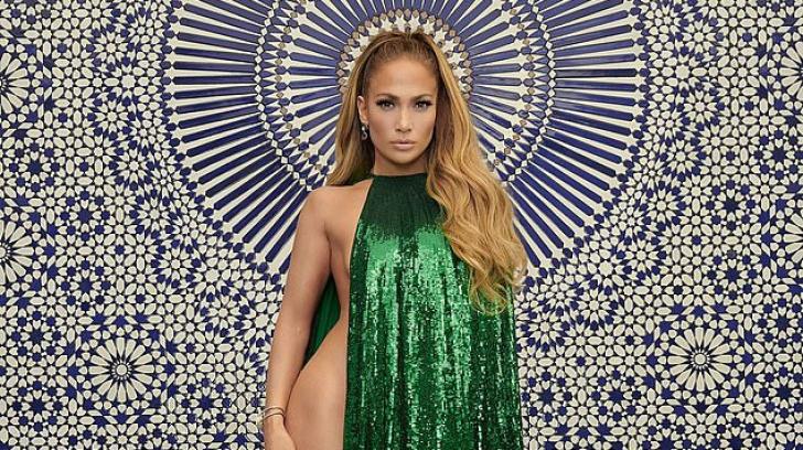 Jennifer Lopez a pozat nud la 49 de ani
