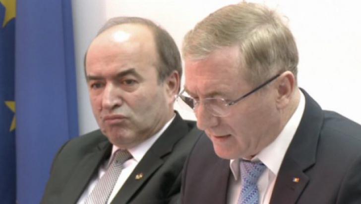 CSM işi motivează, miercuri, raportul negativ privind revocarea din funcţie a procurorului general