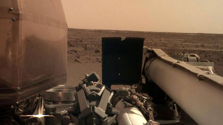 Prima imagine clară realizată de sonda InSight pe Marte