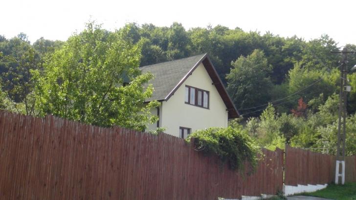 Cum arată moșia lui Florin Călinescu. Casa superbă unde s-a retras celebrul om de televiziune