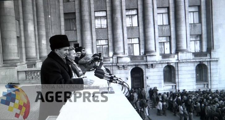 Nicolae si Elena Ceausescu, surprinsi in momentul spargerii mitingului (21 decembrie 1989). Reproducere foto Agerpres