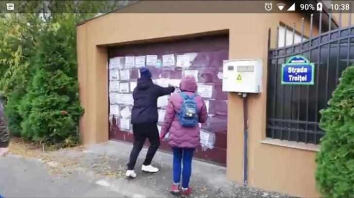 Florin Iordache îi dă în judecată pe protestatarii care i-au scris obscenităţi pe poartă