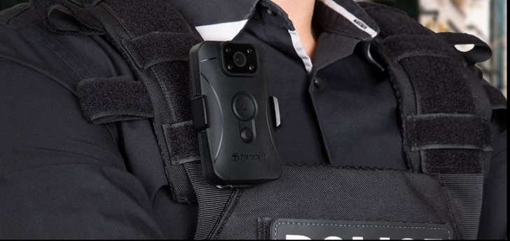 """Polițiștii locali din Bârlad, dotați cu """"body cam"""": discuțiile cu cetățenii vor fi înregistrate"""