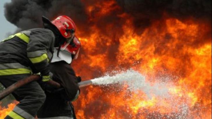 Atac de panică: Un bărbat a murit după ce s-a aruncat de la etaj ca să scape de un incendiu