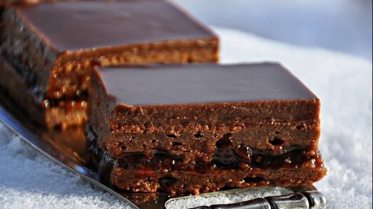 Cum să prepari RAPID o prăjitură absolut delicioasă din numai două ingrediente