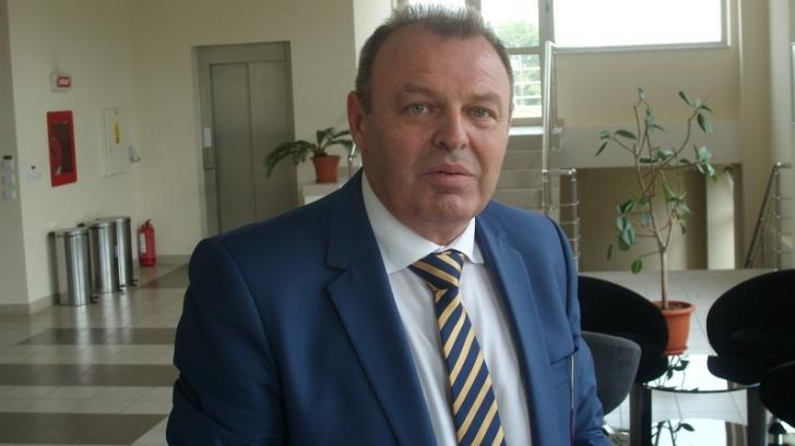 Un ministru demisionar, în vizită de lucru