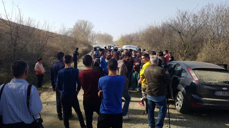 Revolta oltenilor în fața pestei. Oamenii au blocat intrarea în gospodării