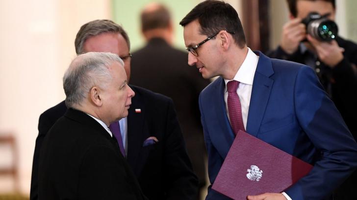Premierul Mateusz Morawiecki, alături de șeful partidului,Jaroslaw Kaczynski