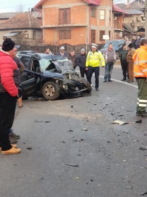 Accident grav la Curtea de Argeş: Doi morți și trei răniți