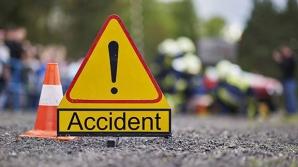 Microbuz plin cu pasageri, impact violent cu o mașină: 6 victime