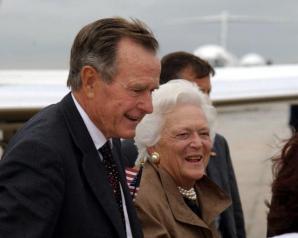 George HW Bush și soția sa Barbara