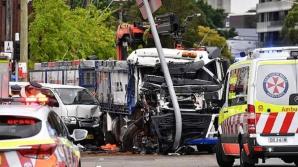 TRAGEDIE!O persoană a murit, mai multe au fost rănite după ce un camion a lovit un grup de pietoni