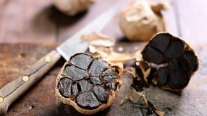 Usturoiul negru, miracol pentru sănătate: distruge 14 tipuri de cancer