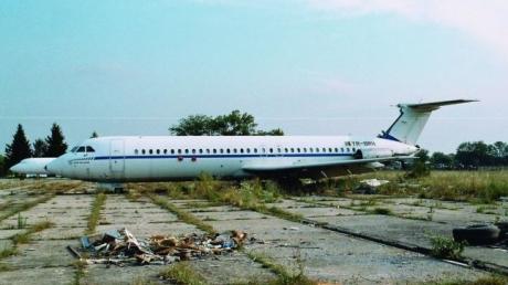 Au găsit părăsit la fiare vechi un avion ROMBAC, produs în România.Au urcat la bord şi s-au îngrozit