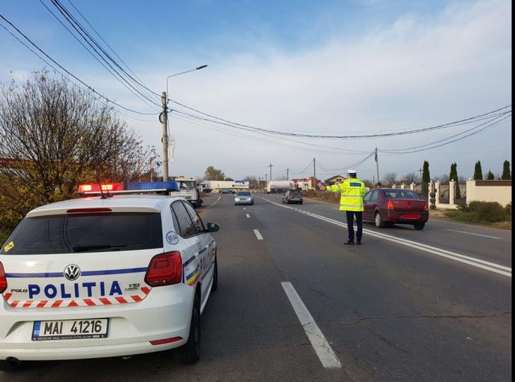 Pistol cu cartușe, găsit într-o mașină oprită în trafic, la Craiova