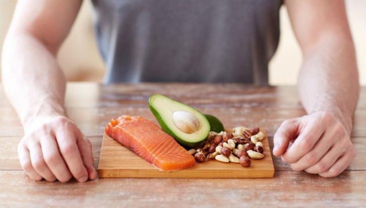 """Această dietă """"înfometează"""" cancerul și tratează diabetul, iar secretul ei e neașteptat de simplu"""