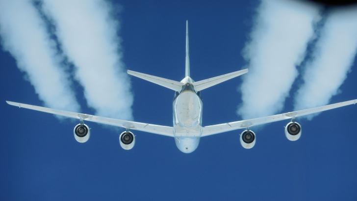 Alertă teroristă în prag de Sărbători: Al-Qaida vrea să doboare avioane de pasageri în Europa