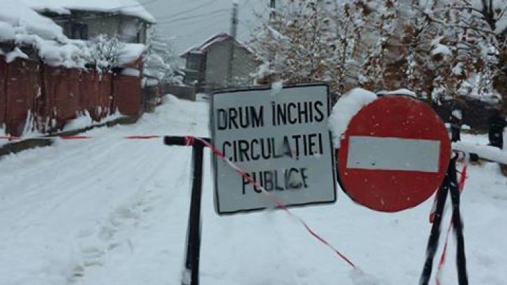 Iarna face prăpăd şi la Mehedinţi. Trenuri blocate și mii de familii fără curent